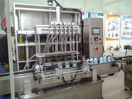 S7-B-6-1000 Pouring and lifting liquid filling machine